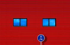 """Journey - Continuo con mi """"periplo"""" por los suburbios y zona industrial de la capital, esta vez me encontré con una bonita fachada con dos ventanas, que parecían dos ojazos azules y parecían estar diciéndome: aprovecha el momento, aunque la verdad que tambien me sentí un poco dominguero... :)"""
