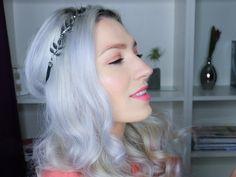 curly hair, white hair