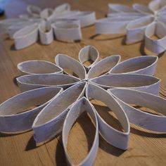 Klopapiersterne (DIY) Star made of toilet paper rolls (Diy Paper Roll) Clay Christmas Decorations, Easy Christmas Crafts, Noel Christmas, Simple Christmas, Toilet Paper Roll Diy, Diy Paper, Paper Crafts, Craft Projects For Kids, Diy For Kids