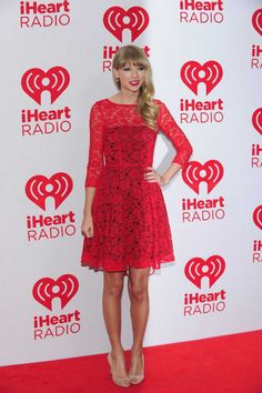 Taylor with red dress : Taylor Swift