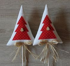 Fabric Christmas Trees, Mini Christmas Tree, Xmas Tree, Homemade Christmas Decorations, Xmas Decorations, Holiday Crafts, Felt Crafts Diy, Fabric Crafts, Felt Ornaments