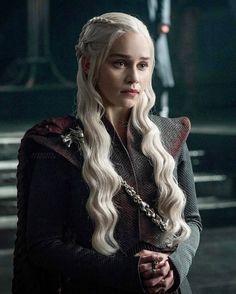 2,438 vind-ik-leuks, 5 reacties - Emilia Clarke (@emilia_clarke30) op Instagram: 'Queen #daenerystargaryen #daenerysstormborn #khaleesi #motherofdragons #bloodofthedragon…'