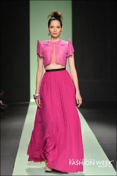 Pablo Cabahug LUXEWEAR collection Philippine Fashion Week HOLIDAY 2012 Filipiniana Dress Modern, Filipiniana Wedding, Philippine Fashion, Filipino Fashion, Thai Traditional Dress, Traditional Outfits, Costumes For Teens, Giambattista Valli, Western Outfits