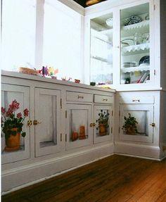 Keukenkasten heel mooi beschilderd, ach weer zo'n bijzonder.