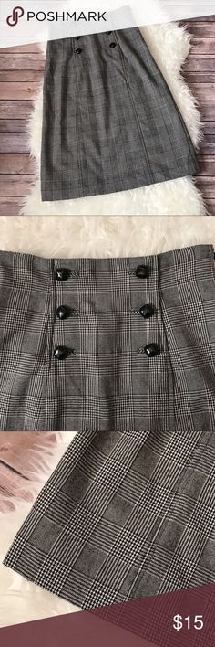 """Banana Republic Plaid Wool Button Detail Skirt Banana Republic wool skirt.   Size: 2 // Stretch // Tall Condition: Good pre-owned condition, some pilling.  // D E T A I L S  * Glen plaid  * Front buttons (not functional) * Side zipper * Lined  // M E A S U R E M E N T S  * Waist - 13.5"""" inches across  * Length - 27.5"""" inches Banana Republic Skirts Midi"""