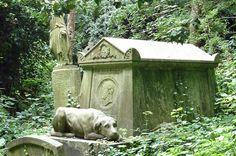 Google Image Result for http://memoir.freeblog.hu/files/2011/02/highgate-cemetery-2-tom%2520sayer.jpg