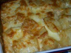 Ingrediente : 5 cartofi mari, 150 ml smantană pentru gătit, 200 g cascaval ras, un pliculet condimente Fuchs pentru cartofi, sare si piper dupv gust, un ou , un cubulet de unt, putin rozmarin uscat Mod de preparare Se spală bine cartofii si se fierb intregi (in coajă) aproximativ 15 minute. Cartofii trebuie să fie …