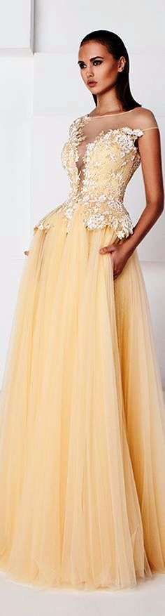 And women's clothing black fashion,fashion looks for over 50 how to dress at 50 years old woman,dress 2016 fashion punk rock outfit girl. Stunning Dresses, Beautiful Gowns, Elegant Dresses, Beautiful Outfits, Formal Dresses, Runway Fashion Outfits, Fashion 2016, Chic Dress, Lace Dress