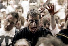 """""""Amenaza zombie"""". El estudio de un grupo de científicos para sobrevivir a una amenaza zombie da claves para actuar ante cualquier tipo de pandemia. Por Enrique Leite http://irispress.es/mqciencia/2015/03/09/amenaza-zombie/ #ciencia #salud"""