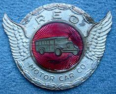 La marque de véhicules automobile Américaine Reo - Utilitaires et camions fut fondée en 1904 et arrête son exploitation de voitures en 1936.