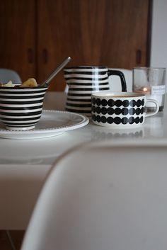 "Coordinate in a monotone. But plenty of cute. The tea cup of ""SIIRTOLAPUUTARHA RASY MATTO"" same as the bowl introduced earlier. The pattern ""RASYMATTO"" where irregular ellipses are arranged means ""used rug"". Good Bones, Marimekko, Sweet Tea, High Tea, Yummy Cakes, Kitchenware, Cool Kitchens, Kitchen Decor, Tea Cups"