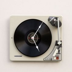 Clock made from a recycled Grundig turntable