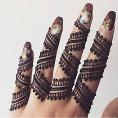 New and Simple Collection of Mehandi Design - Brain Hack Quotes Khafif Mehndi Design, Back Hand Mehndi Designs, Mehndi Designs Book, Stylish Mehndi Designs, Mehndi Designs For Fingers, Beautiful Henna Designs, Latest Mehndi Designs, Mehndi Designs For Hands, Bridal Mehndi Designs