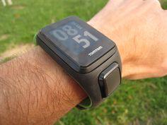 El TomTom Runner 3 lo hace todo (reloj + pulso + GPS) y además permite seguimiento de rutas y reproducir música, con un precio contenido.