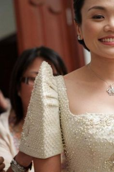 Terno sleeve detail Modern Filipiniana Gown, Filipiniana Wedding, Filipino Wedding, Filipino Fashion, Philippine Women, Philippines Culture, Wedding Pics, Traditional Dresses, Barong Tagalog