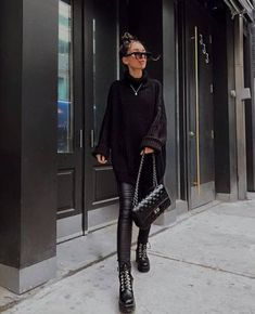 All black outfit - Outfits ta Black Boots Outfit, Winter Boots Outfits, Casual Winter Outfits, Cool Outfits, Fashion Outfits, Trendy Black Outfits, Combat Boot Outfits, Black Sweater Outfit, Black Winter Boots