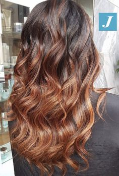 Sfumature ramate di Degradé Joelle  #cdj #degradejoelle #tagliopuntearia #degradé #igers #croissant #hair #hairstyle #haircolour #longhair #ootd #hairfashion #madeinitaly #wellastudionyc