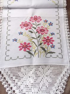 Cross Stitch Embroidery, Cross Stitch Patterns, Crochet Fabric, Hand Embroidery Designs, Diy And Crafts, Lily, Quilts, Handmade, Cross Stitch House
