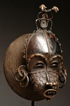 Cimier mask from the Tikar people of Cameroun. Bronze and raffia, early century. African Tribes, African Diaspora, Art Rupestre, Afrique Art, Female Mask, African Sculptures, Art Premier, Statues, Beautiful Mask