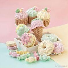 디저트카페,커피숍 등 다양한곳에 소품으로 딱일듯하죠? : 네이버 블로그 Crochet Cake, Crochet Fruit, Crochet Food, Love Crochet, Crochet For Kids, Crochet Crafts, Crochet Projects, Knit Crochet, Food Patterns