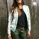 zosia z lasu (@zosiazlasu) • Zdjęcia i filmy na Instagramie Bomber Jacket, Photo And Video, Handmade, Jackets, Instagram, Fashion, Down Jackets, Moda, Hand Made