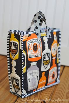 Halloween Trick-or-Treat Bag! Make your own DIY trick or treat bag.