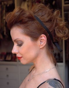 Julia Petit - Petiscos... this girl l has some amazing hairstyles