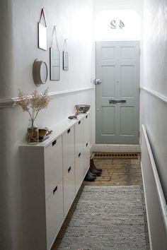 Aménagement et décoration d'un couloir d'entrée long et étroit  http://www.homelisty.com/decoration-couloir-long-etroit/