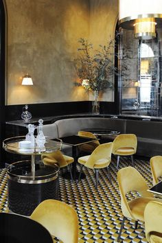 Le Flandrin Restaurant redesigned by Joseph Dirand interior decoration. Design Bar Restaurant, Decoration Restaurant, Deco Restaurant, Luxury Restaurant, Modern Restaurant, Restaurant Chic Paris, Yellow Restaurant, Restaurant Lighting, Hotel Decor