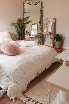 trendy bedroom diy plants urban trendy bedroom diy plants urban outfitters Nice 48 Cheap Teen Girls Bedroom Ideas With Simple Interior. 55 Pretty Pink Bedroom Ideas For Your Lovely Daughter Cozy Room, Room Inspiration Bedroom, Bedroom Makeover, Bedroom Design, Bohemian Bedroom Decor, Bedroom Decor, Aesthetic Bedroom, Room Decor, Apartment Decor