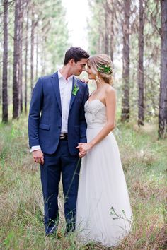 Woodland wedding bride and groom - Photography: Lindy Yewen Photography