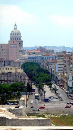 Panoramic of the Paseo del Prado in Old Havana. At the bottom of the image The Capitol of Havana.