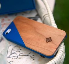 Click Wooden iPhone Case / CLIC Wooden is not just an iPhone case, but a work of art. Every case is a unique masterpiece crafted to perfection to fit the iPhone and make it look unimaginably classy. http://thegadgetflow.com/portfolio/click-wooden-iphone-case/