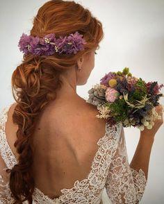 Semi corona y ramo estilo silvestre. #novia #tocado #ramo