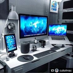 😯 Tag someone that would love this setup! Computer Desk Setup, Gaming Room Setup, Pc Setup, Gaming Desk, Pc Computer, Home Office Setup, Home Office Design, Home Office Space, Office Desk