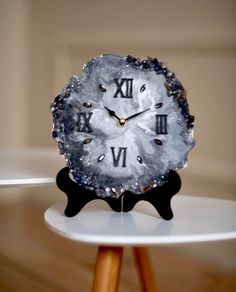 Small Desk Clock – Table Watches – Desk Watch – Marble Watch – White Watch – Wall Watches – New Epoxy Resin Wall Art, Diy Resin Art, Epoxy Resin Art, Diy Resin Crafts, Clock Art, Diy Clock, Clock Decor, Desk Accessories For Women, Marble Watch