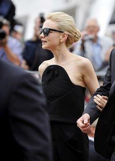 Carey Mulligan's chignon + black dress = sleek perfection.