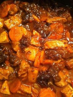 Tajine de porc aux pruneaux et au miel Meat Recipes, Pasta Recipes, Crockpot Recipes, Cooking Recipes, Sausage Recipes, Sausage Pasta, Fried Pork, Batch Cooking, Recipes From Heaven