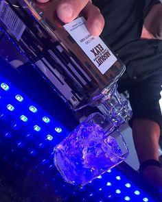 Pídele al bartender calidad y te servirá Elyx. #Absolut #AbsolutElyx #AbsolutPuertoRico #PuertoRico #PremiumVodka
