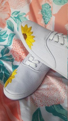 Hand Embroidered Shoes - toe cap idea covered with resin or shoe goo Embroidery Designs, Modern Embroidery, Hand Embroidery Patterns, Vintage Embroidery, Diy Embroidery Shoes, Flower Embroidery, Embroidery Thread, Embroidery Sampler, Brazilian Embroidery Stitches