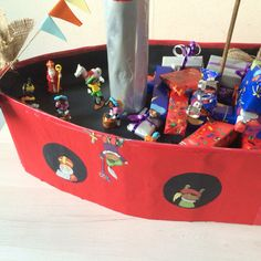 Pakjes boot gemaakt door Linda van Essen Toy Chest, Storage Chest, Toys, Home Decor, Essen, Activity Toys, Decoration Home, Room Decor, Clearance Toys