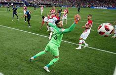 Fußball WM 2018 Russland: Luka Modric, Thibaut Courtois, Harry Kane, Kylian Mbappe erhielten die Auszeichnungen für die besten Spieler.