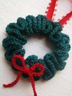 Christmas Wreath Ornament free crochet pattern - Free Crochet Ornament Patterns - The Lavender Chair