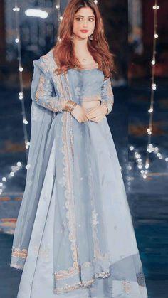 Asian Bridal Dresses, Simple Pakistani Dresses, Pakistani Bridal Dresses, Pakistani Dress Design, Pakistani Outfits, Bridal Dupatta, Prom Dresses, Indian Dresses For Women, Stylish Dresses For Girls