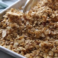 A homemade healthy Granola recipe that is incredibly easy to make and perfect for a quick breakfast or snack idea. At just 100 calories per serving you can feel good adding this granola to your morning yogurt, or even eating it plain with a bowl of milk. Healthy Drinks, Healthy Snacks, Healthy Recipes, Easy Granola Recipe Healthy, Diy Snacks, Snack Recipes, Dinner Recipes, Dessert Recipes, Clean Eating Snacks