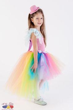 Costum carnaval Curcubeu este raspunsul perfect la cautarile dvs. pentru: rochie copii curcubeu, rochita serbare primavara, costum ponei, rochita ponei, rochita zana primaverii, rochii de zane, rochite colorate serbare , costum gradinita carnaval , costum serbare gradinita.