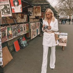 Queen of Jetlags in White Woman Suit Parisienne Chic, White Suits, White Women, Suits For Women, Fashion Outfits, Fashion Tips, Women's Fashion, Parisian, Videos