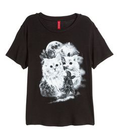 Short, wide-cut top in jersey with a printed white cat graphic. | H&M Divided