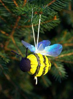 Walnut Bee ornament - adorable.