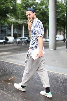 2015-05-27のファッションスナップ。着用アイテム・キーワードはシャツ, スニーカー, パンツ, 柄シャツ,アディダス(adidas)etc. 理想の着こなし・コーディネートがきっとここに。| No:110056